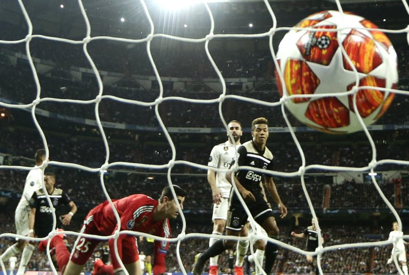 Ajax's David Neres scores his side's 2nd goal during the Champions League soccer match between Real Madrid and Ajax at the Santiago Bernabeu stadium in Madrid, Spain, Tuesday, March 5, 2019. (AP Photo/Manu Fernandez)