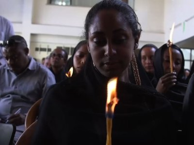 Ethiopian pilots and flight crew held a mourning vigil on Monday for the victims of a Ethopian Airlines crash which killed all 149 passengers and eight crew members on board. (March 11)