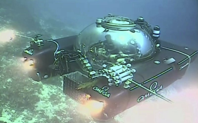 An image taken from video issued by Nekton shows a submersible from the vessel the Ocean Zephyr during a descent into the Indian Ocean off Alphonse Atoll near the Seychelles, Tuesday March 12, 2019. (Nekton via AP)