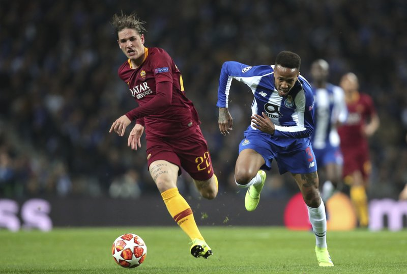Roma midfielder Nicolo' Zaniolo, left, vies for the ball with Porto defender Eder Militao during the Champions League round of 16, 2nd leg, soccer match between FC Porto and AS Roma at the Dragao stadium in Porto, Portugal, Wednesday, March 6, 2019. (AP Photo/Luis Vieira)
