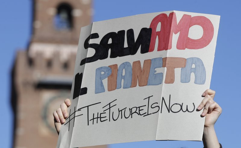 A student holds up a sign with writing reading in Italian