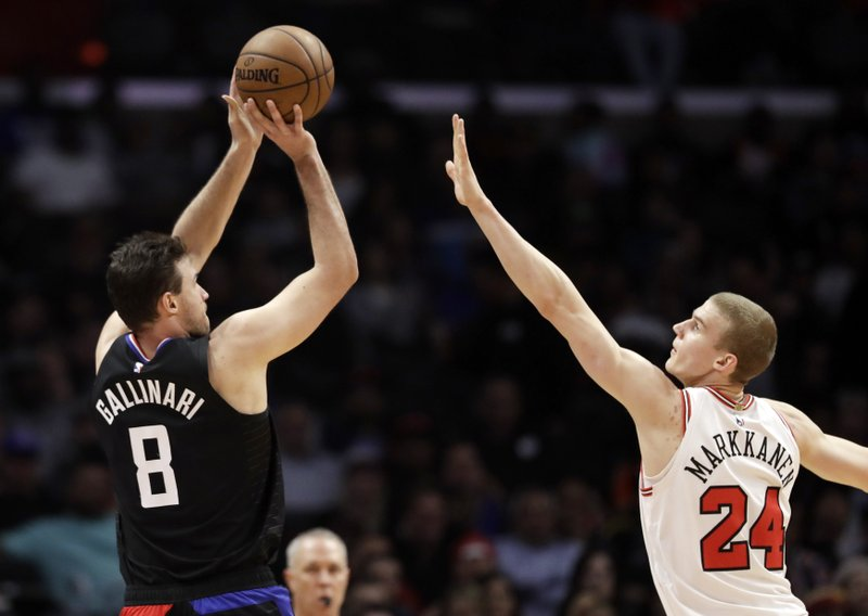 Los Angeles Clippers' Danilo Gallinari, left, shoots over Chicago Bulls' Lauri Markkanen during the first half of an NBA basketball game Friday, March 15, 2019, in Los Angeles. (AP Photo/Marcio Jose Sanchez)