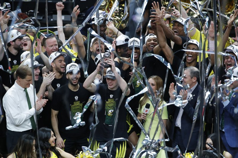 Oregon celebrates after defeating Washington 68-48 in an NCAA college basketball game in the final of the Pac-12 men's tournament Saturday, March 16, 2019, in Las Vegas. (AP Photo/John Locher)