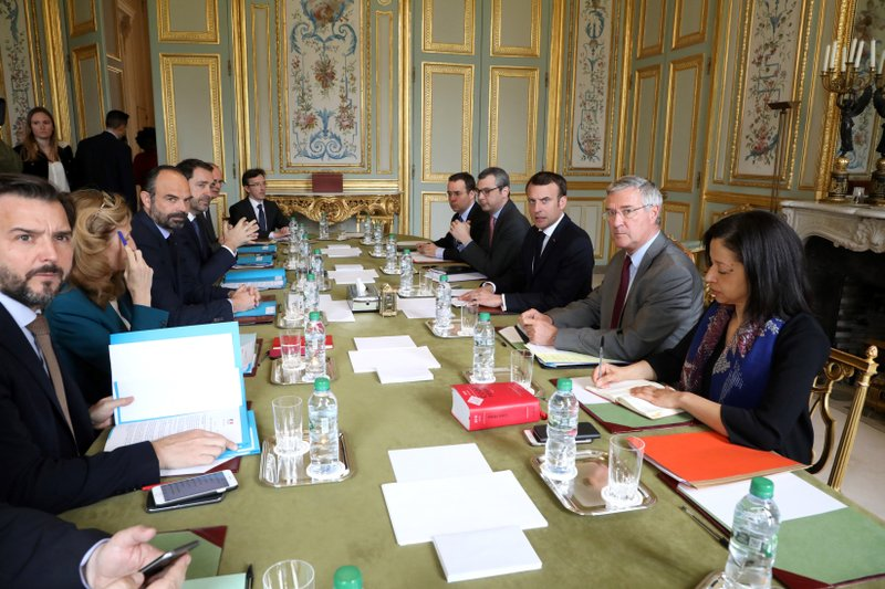 French President Emmanuel Macron, 3rd right, flanked by his cabinet director Patrick Strzoda, 2nd right, and Elysee general secretary Alexis Kohler holds a meeting with Prance's Premier Edouard Philippe, 3rd left, at the Elysee presidential Palace in Paris, Monday, March 18, 2019. (Ludovic Marin/Pool Photo via AP)