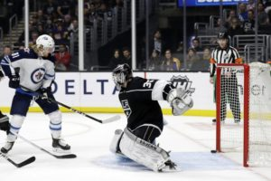Jets extend lead in Central with 3-2 win over Kings