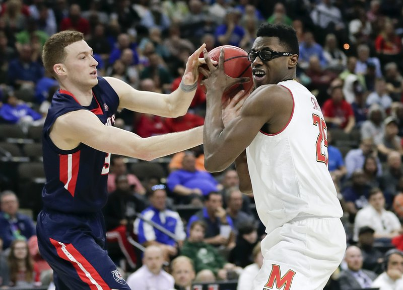 Belmont 's Dylan Windler, left, tries to steal the ball from Maryland 's Jalen Smith during the second half of a first round men's college basketball game in the NCAA Tournament in Jacksonville, Fla. (AP Photo/John Raoux)