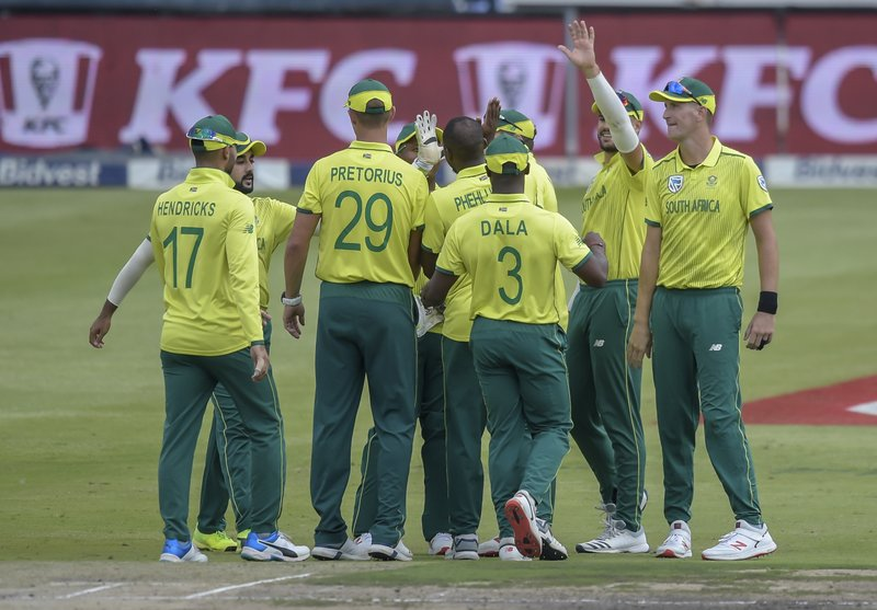 South Africa's Andile Phehlukwayo celebrating with his team mates after getting a wicket during the T20I match between South Africa and Sri Lanka at Wanderers Stadium in Johannesburg, South Africa, Sunday, March 24, 2019. (AP Photo/Christiaan Kotze)