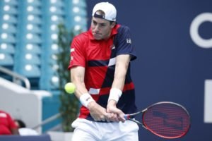 Defending champion Isner advances to 4th round at Miami Open