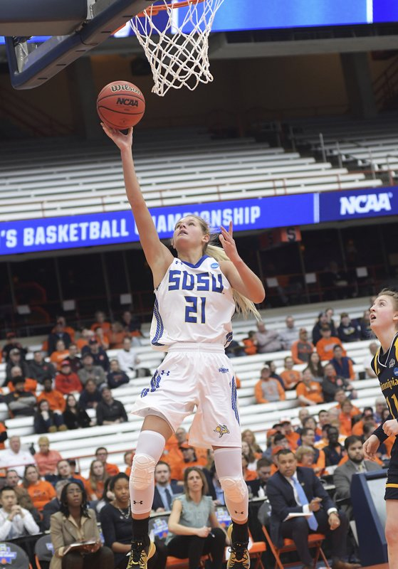 South Dakota State's Tylee Irwin (21) goes for a layup against Quinnipiac during of a first-round game in the NCAA women's college basketball tournament in Syracuse, N. (AP Photo/Heather Ainsworth)