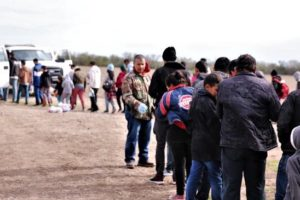 Nearly 300 family units and unaccompanied children arrested by hours in the Rio Grande Valley