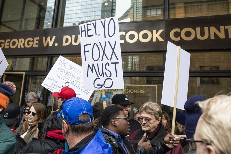 Members of the Fraternal Order of Police and supporters of the group protest against Cook County State's Attorney Kim Foxx outside the county administration building, Monday, April 1, 2019. (Ashlee Rezin/Chicago Sun-Times via AP)
