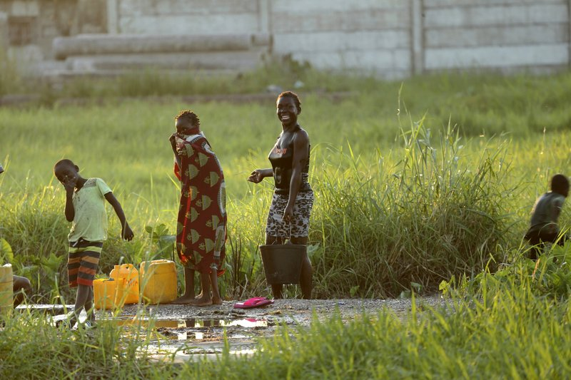 People at a watering point in Beira, Mozambique, Monday April, 1, 2019. The death toll from the cyclone has reached over 500, as Mozambican and international health workers raced on Monday to contain the outbreak of cholera in the cyclone-hit city of Beira and surrounding areas, where cases of the disease has jumped to more than 1,000. (AP Photo/Tsvangirayi Mukwazhi)
