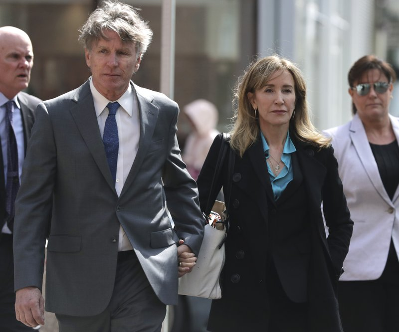 ADDS IDENTIFICATION OF MAN AS MOORE HUFFMAN JR. -Actress Felicity Huffman arrives holding hands with her brother Moore Huffman Jr. (AP Photo/Charles Krupa)