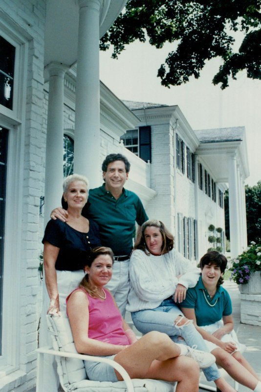 This Sept. 17, 1989 photo shows Irwin L. Jacobs with his wife, Alexandra, and three of their daughters in front of their Lake Minnetonka, Minn. (Star Tribune via AP)