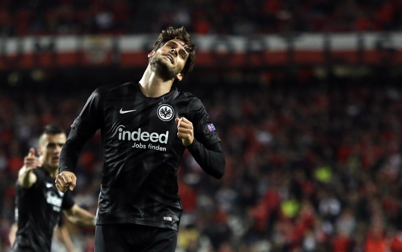 Frankfurt's Goncalo Paciencia celebrates after scoring his side's second goal during the Europa League quarterfinals, first leg, soccer match between Benfica and Eintracht Frankfurt at the Luz stadium in Lisbon, Thursday, April 11, 2019. (AP Photo/Armando Franca)