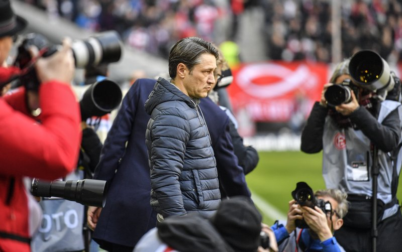 Bayern coach Niko Kovac is surrounded by photographers prior the German Bundesliga soccer match between Fortuna Duesseldorf and Bayern Munich in Duesseldorf, Germany, Sunday April 14, 2019. (AP Photo/Martin Meissner)