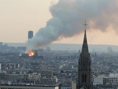 Firefighters are battling a huge blaze atop the French capital's iconic Notre Dame Cathedral. (April 15)