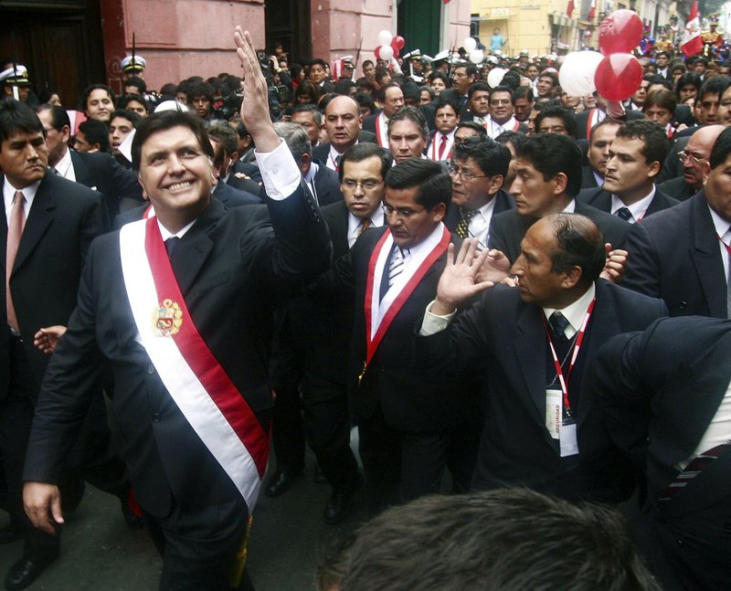 FILE - In this July 28, 2006 file photo, Peruvian President Alan García waves to a crowd after his swearing-in ceremony while he walks through the streets of Lima, Peru. (AP Photo/Ernesto Benavides, File)