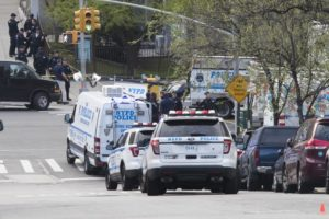 Officer wounded, suspect killed in Manhattan police shooting