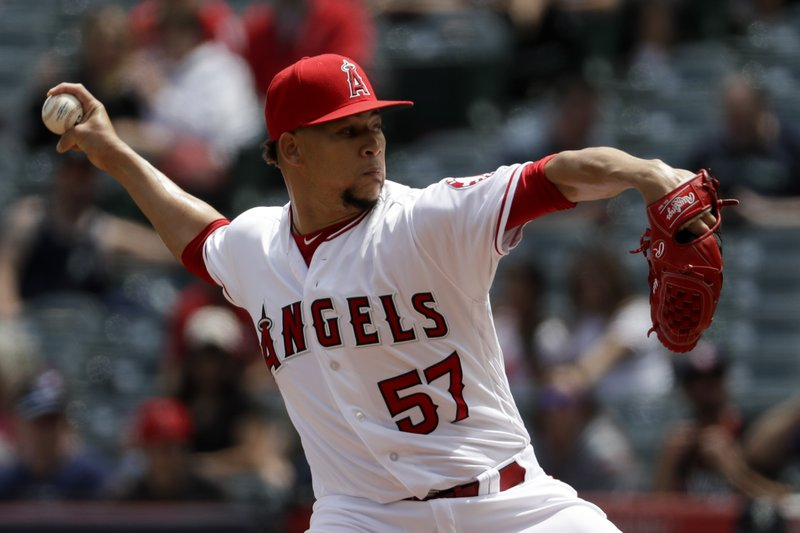 Los Angeles Angels relief pitcher Hansel Robles throws against the Seattle Mariners during the third inning of a baseball game in Anaheim, Calif. (AP Photo/Chris Carlson)