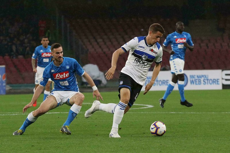 Napoli'ss Fabian Ruiz, left, and Atalanta's Mario Pasalic vie for the ball during the Italian Serie A soccer match between Napoli and Atalanta at the San Paolo stadium in Naples, Italy, Monday, April 22, 2019. (Cesare Abbate/ANSA via AP)