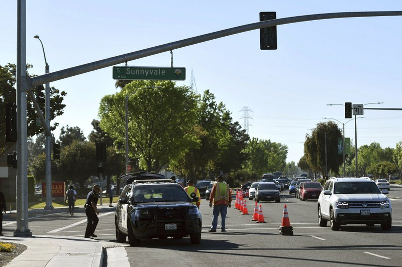 Police investigate the scene of car crash at the intersection of El Camino Real and Sunnyvale Road in Sunnyvale, Calif. (AP Photo/Cody Glenn)