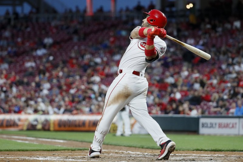 Cincinnati Reds' Eugenio Suarez hits a two-run double off Atlanta Braves starting pitcher Julio Teheran in the fifth inning of a baseball game, Thursday, April 25, 2019, in Cincinnati. (AP Photo/John Minchillo)