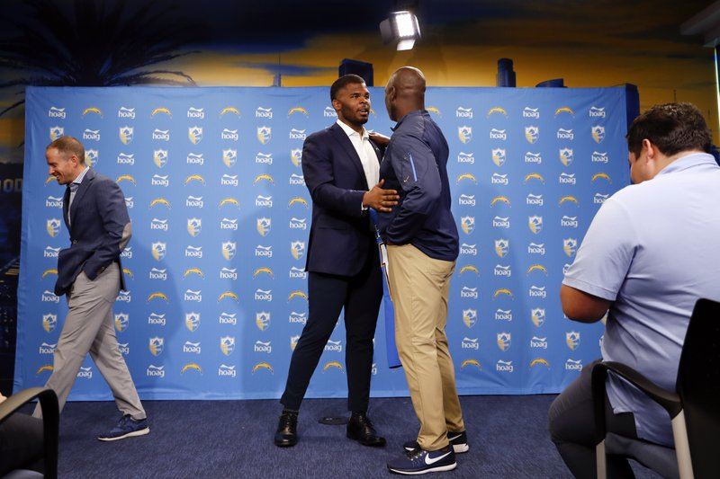 Los Angeles Chargers NFL football defensive tackle Jerry Tillery, center, talks with head coach Anthony Lynn, right, during a news conference at Chargers headquarters Friday, April 26, 2019, in Costa Mesa, Calif. The Notre Dame defensive tackle was drafted by the Chargers in the first round Thursday. AP Photo/Gregory Bull)