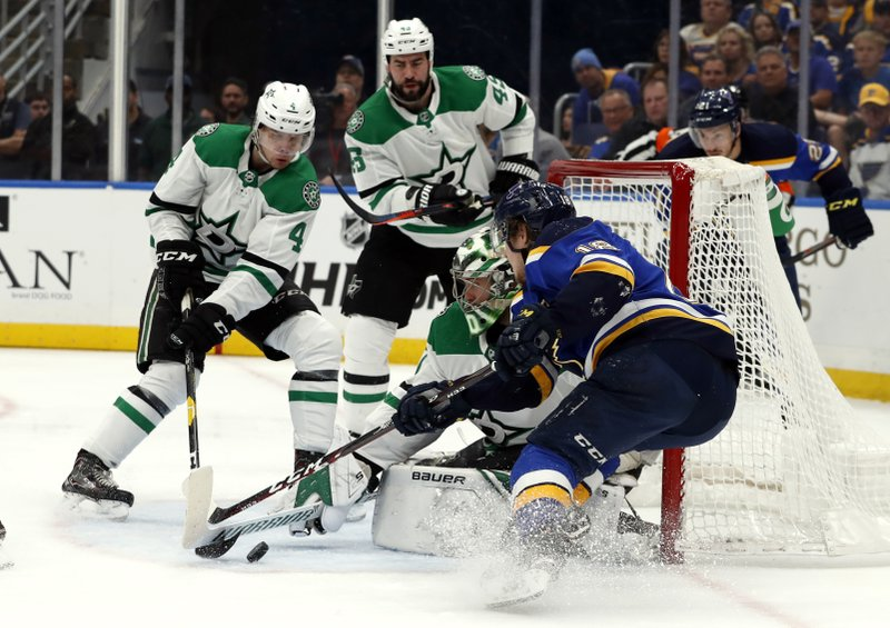 St. Louis Blues' Robert Thomas, right, is unable to score past Dallas Stars goaltender Ben Bishop, Miro Heiskanen (4) and Valeri Nichushkin (43) during the second period in Game 2 of an NHL second-round hockey playoff series Saturday, April 27, 2019, in St. (AP Photo/Jeff Roberson)