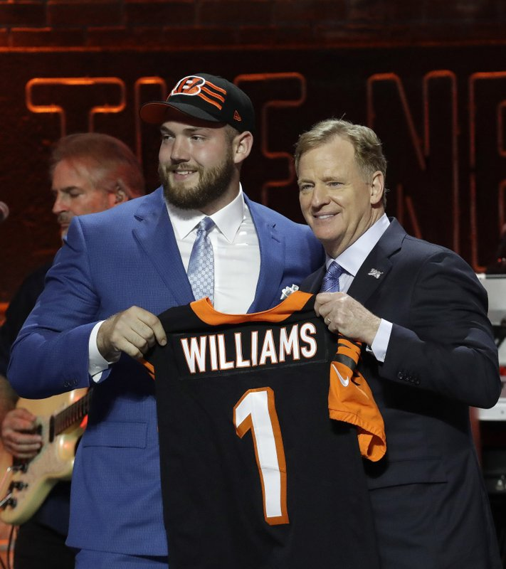 Alabama tackle Jonah Williams poses with NFL Commissioner Roger Goodell after the Cincinnati Bengals selected Williams in the first round at the NFL football draft, Thursday, April 25, 2019, in Nashville, Tenn.(AP Photo/Steve Helber)