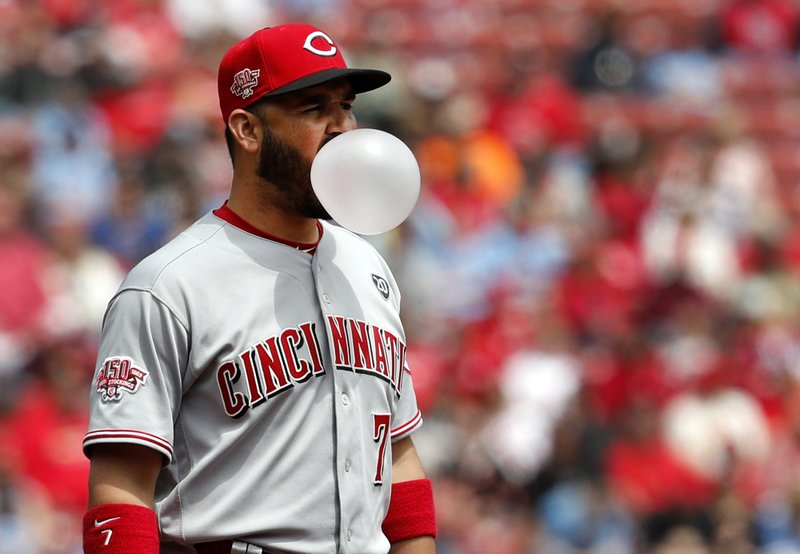 Cincinnati Reds third baseman Eugenio Suarez blows a bubble between pitches during the second inning of a baseball game against the St. (AP Photo/Jeff Roberson)