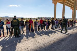 Video: A group of 360 migrants crosses into US