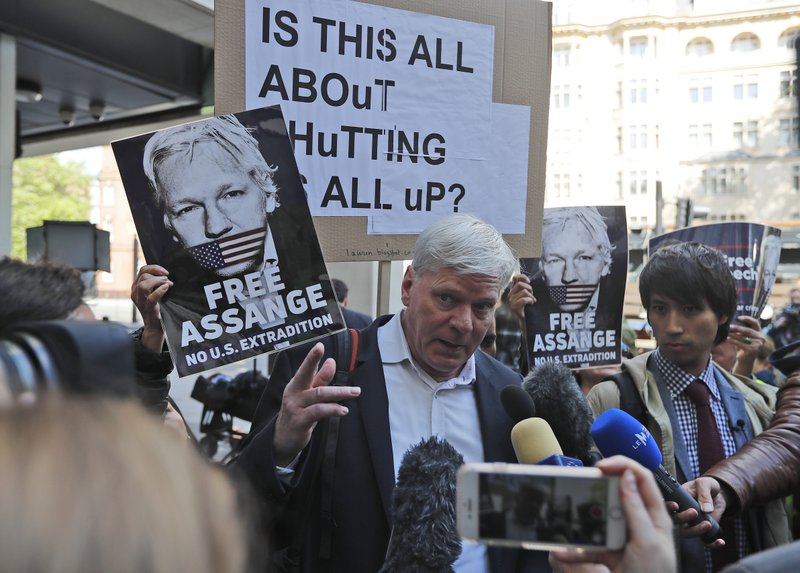Kristinn Hrafnnson, Wikileaks editor in chief, addresses the media at the entrance to Westminster Magistrates Court in London, Thursday, May 2, 2019, where WikiLeaks founder Julian Assange is expected to appear by video link from prison.  Assange is facing a court hearing over a U.S. request to extradite him for alleged computer hacking.(AP Photo/Frank Augstein)