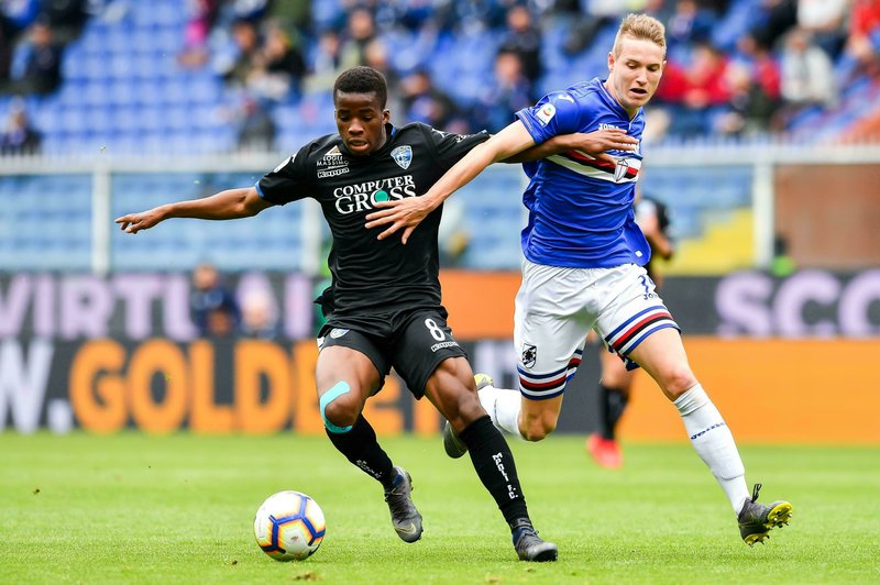 Empoli's Hamed Traore, left, and Sampdoria's Jakub Jankto vie for the ball during the Italian Serie A soccer match between Sampdoria and Empoli, at the Luigi Ferraris Stadium in Genoa, Italy, Sunday, May 12, 2019. (Simone Arveda/ANSA via AP)