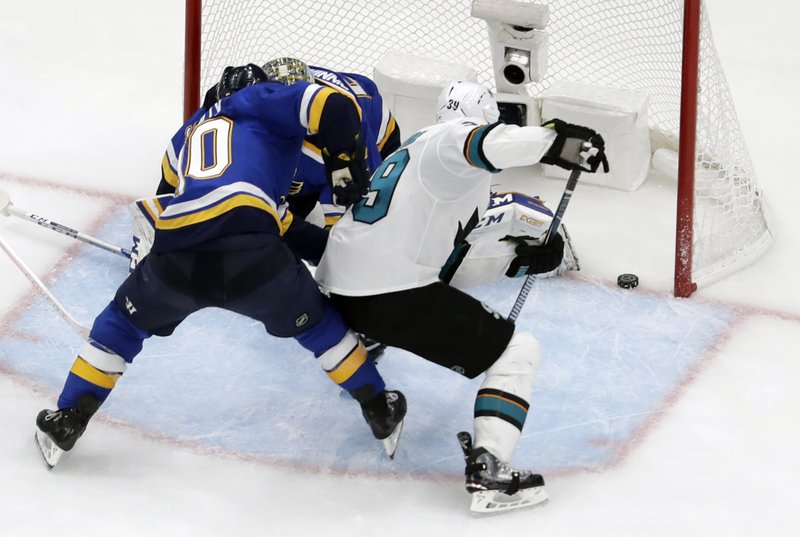 San Jose Sharks center Logan Couture (39) scores the tying goal against St. Louis Blues center Ryan O'Reilly (90) and Jordan Binnington during the third period in Game 3 of the NHL hockey Stanley Cup Western Conference final series Wednesday, May 15, 2019, in St. (AP Photo/Jeff Roberson)
