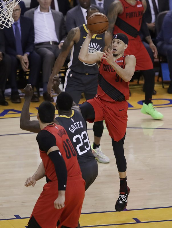 Portland Trail Blazers guard Seth Curry (31) shoots against the Golden State Warriors during the first half of Game 2 of the NBA basketball playoffs Western Conference finals in Oakland, Calif., Thursday, May 16, 2019. (AP Photo/Ben Margot)