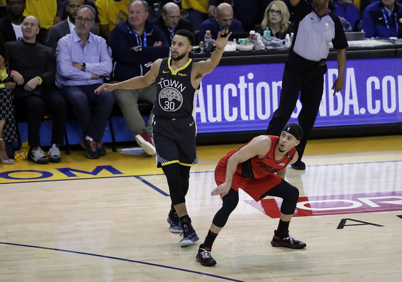 Portland Trail Blazers guard Seth Curry, right, watches his shot next to Golden State Warriors guard Stephen Curry during the first half of Game 2 of the NBA basketball playoffs Western Conference finals in Oakland, Calif., Thursday, May 16, 2019. (AP Photo/Ben Margot)