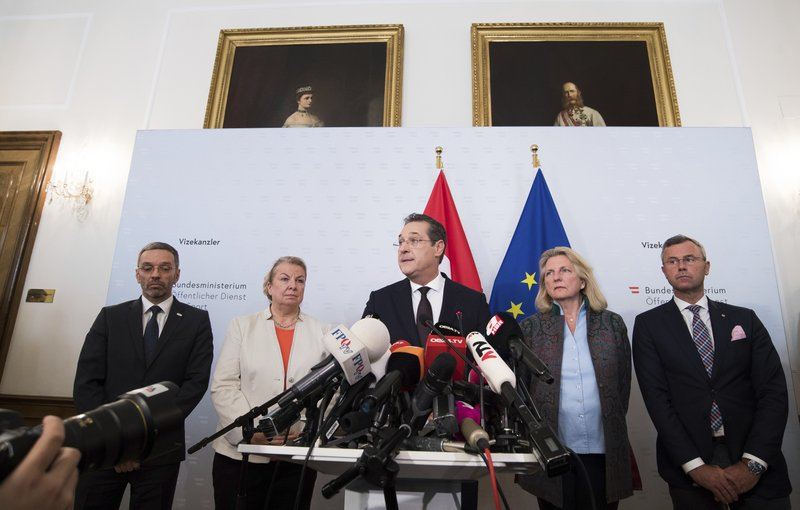 Austrian Vice Chancellor Heinz-Christian Strache (Austrian Freedom Party), center, addresses the media during press conference at the sport ministry in Vienna, Austria, Saturday, May 18, 2019. Strache says he is resigning after two German newspapers published footage of him apparently offering lucrative government contracts to a potential Russian benefactor. (AP Photo/Michael Gruber)