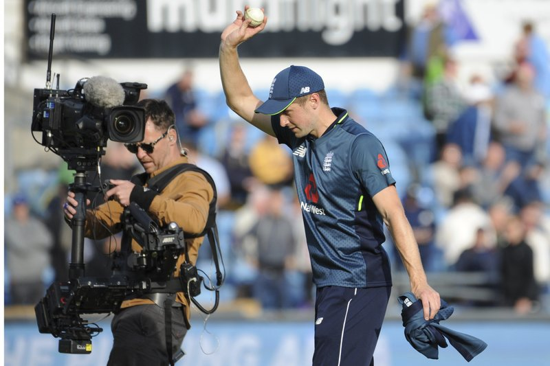 England's Chris Woakes applauds fans at the end of the Fifth One Day International cricket match between England and Pakistan at Emerald Headingley in Leeds, England, Sunday, May 19, 2019. (AP Photo/Rui Vieira)