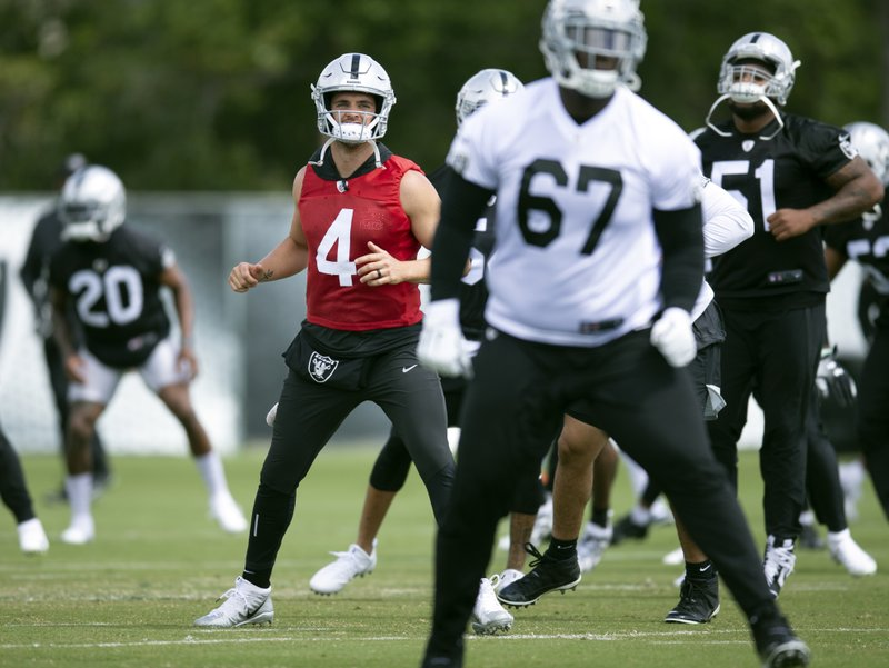 Oakland Raiders quarterback Derek Carr (4) works out with his teammates during an official team activity, Tuesday, May 21, 2019, at the NFL football team's headquarters in Alameda, Calif. (AP Photo/D. Ross Cameron)