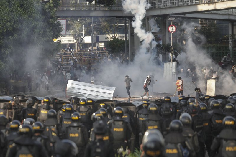 Indonesian riot police officers fire a tear gas launcher to disperse supporters of Indonesian presidential candidate Prabowo Subianto in Jakarta, Indonesia, Wednesday, May 22, 2019. Supporters of the unsuccessful presidential candidate clashed with security forces and set fire to a police dormitory and vehicles in the Indonesian capital on Wednesday after the release of official election results. (AP Photo)
