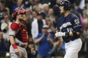 Bizarre double play helps Grandal, Brewers outlast Reds 11-9