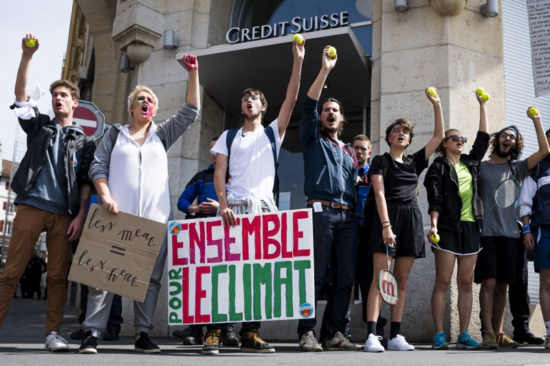 Thousands of students demonstrate front of the Credit Suisse bank during a «Climate strike» protest in Lausanne, Switzerland, Friday, May 24, 2019. Students from several countries worldwide plan to skip class Friday in protest over their governments' failure to act against global warming. (Jean-Christophe Bott/Keystone via AP)