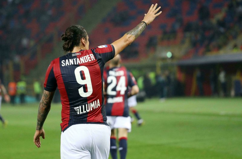 Bologna's Federico Santander celebrates after scoring during the Italian Serie A soccer match between Bologna FC and SSC Napoli at the Renato Dall'Ara stadium in Bologna, Italy, Saturday, May 25, 2019. (Giorgio Benvenuti/ANSA via AP
