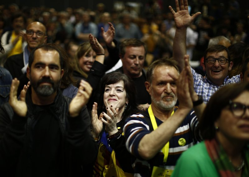 People react at the Esquerra Republicana of Catalonia party headquarters in Barcelona, Spain, Sunday, May 26, 2019. Former Catalan regional president Carles Puigdemont, his ex-No. 2 Oriol Junqueras and former Catalan Cabinet member Toni Comín all won seats for separatist parties in Sunday's EU vote. That's according to provisional results released by Spain's Interior Ministry with 85% of the votes counted.(AP Photo/Manu Fernandez)