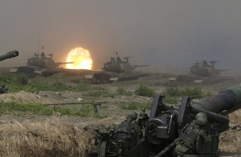 Taiwan military M109 self-propelled Howitzers fire during the annual Han Kuang exercises in Pingtung County, Sothern Taiwan, Thursday, May 30, 2019. (AP Photo/Chiang Ying-ying)
