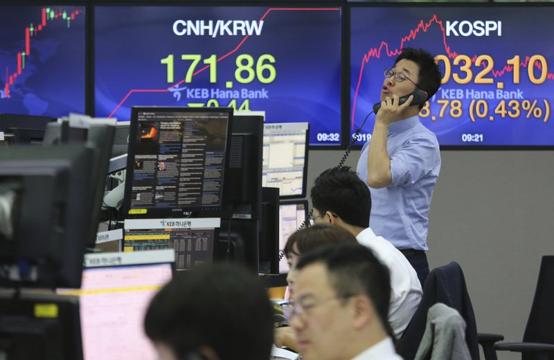 A currency trader talks on the phone at the foreign exchange dealing room of the KEB Hana Bank headquarters in Seoul, South Korea, Thursday, May 30, 2019. Asian shares were mostly lower Thursday after another round of selling on Wall Street and investor worries about a trade war.(AP Photo/Ahn Young-joon)