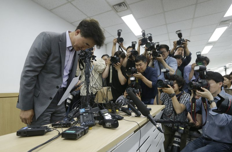 The Very Good Tour agency senior official Lee Sang-moo, left, bows to make an apology during a press conference at its headquarters in Seoul, South Korea, Thursday, May 30, 2019. A sightseeing boat carrying 33 South Korean passengers and two crew members collided with another vessel and sank in the Danube River in downtown Budapest. (AP Photo/Ahn Young-joon)