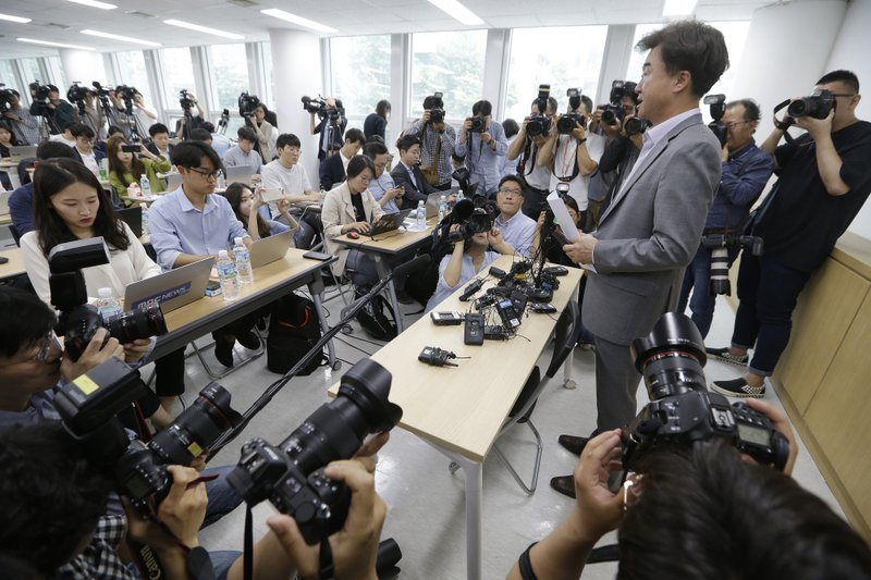 The Very Good Tour agency senior official Lee Sang-moo, right, speaks during a press conference at its headquarters in Seoul, South Korea, Thursday, May 30, 2019. A sightseeing boat carrying 33 South Korean passengers and two crew members collided with another vessel and sank in the Danube River in downtown Budapest. (AP Photo/Ahn Young-joon)