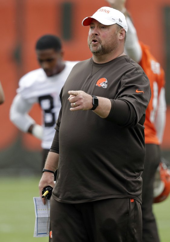 Cleveland Browns head coach Freddie Kitchens gives directions during an NFL football organized team activity session at the team's training facility, Thursday, May 30, 2019, in Berea, Ohio. (AP Photo/Tony Dejak)